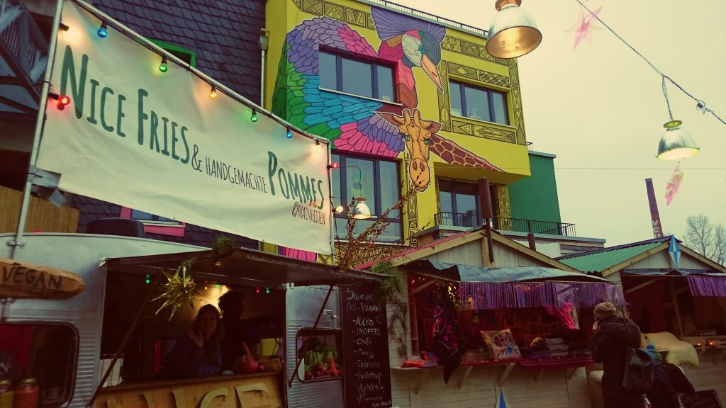 Heisser Holzmarkt - vegan frienldy christmas market - vegan tours berlin