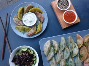 vegan momo dumplings - vegan food tour berlin mitte